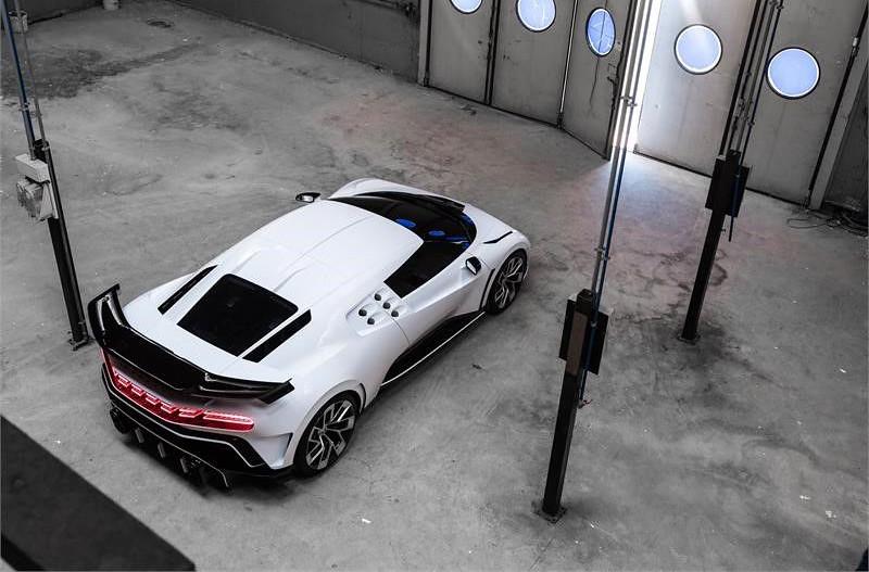 ad49384c-bugatti-eb110-hommage-7
