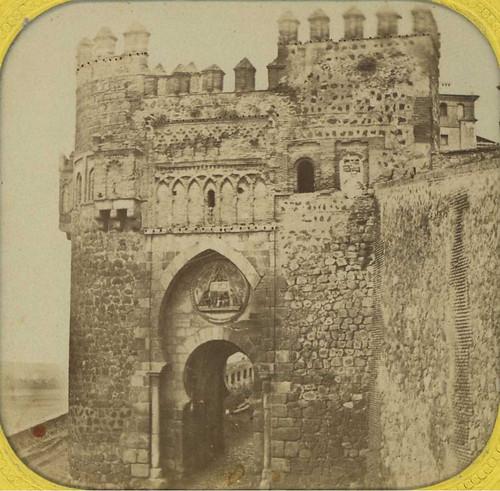 Fotografía estereoscópica de la Puerta del Sol en 1857, probablemente obra de Eugène Sevaistre.