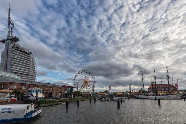 Kuschelwolken über dem Neuen Hafen