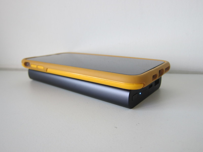 Xiaomi Mi 10,000mAh Wireless Power Bank - With iPhone XS Max