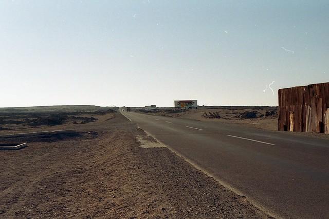 CHILE 0997-1998 / Panamericana Norte - A un costado, el antiguo pueblo de Pampa Union.