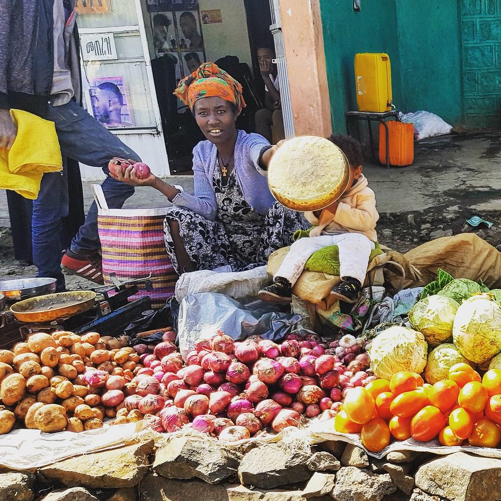 Targ owocowo-warzywny w Gondar