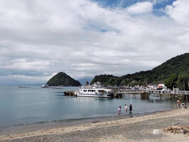 安田屋旅館前的海灘