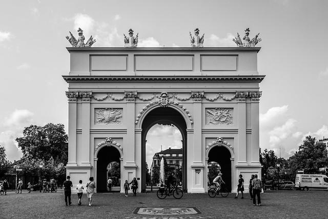Das Tor zum Himmel ist höllisch schwer zu öffnen.
