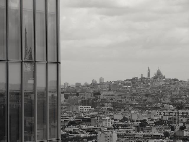 Voyez vous la tour Eiffel sur cette photo? Can you see the Eiffel tower on this picture?