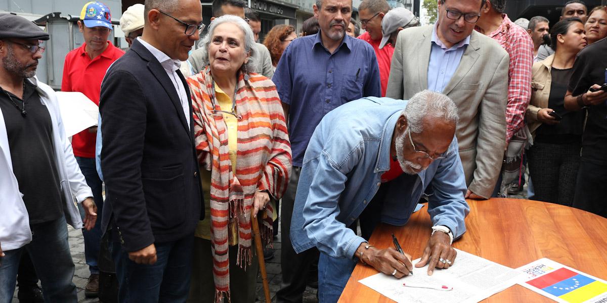 Recolección de firmas y pronunciamientos del Estado Mayor de la Cultura en rechazo al bloqueo criminal contra el pueblo de Venezuela.