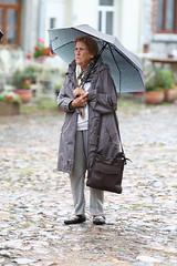 Mme Larose sous la pluie