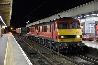 """Matching pair of DBC electrics, 90019 """"Multimodal"""" & 90028 """"Sir William McAlpine"""" stand at Warrington Bank Quay on the evening of 12th August 2019 with 4S47 1913 Daventry to Mossend"""