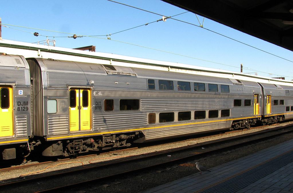 DIT 9115, V Set, Sydney Station, Sydney, NSW by dunedoo