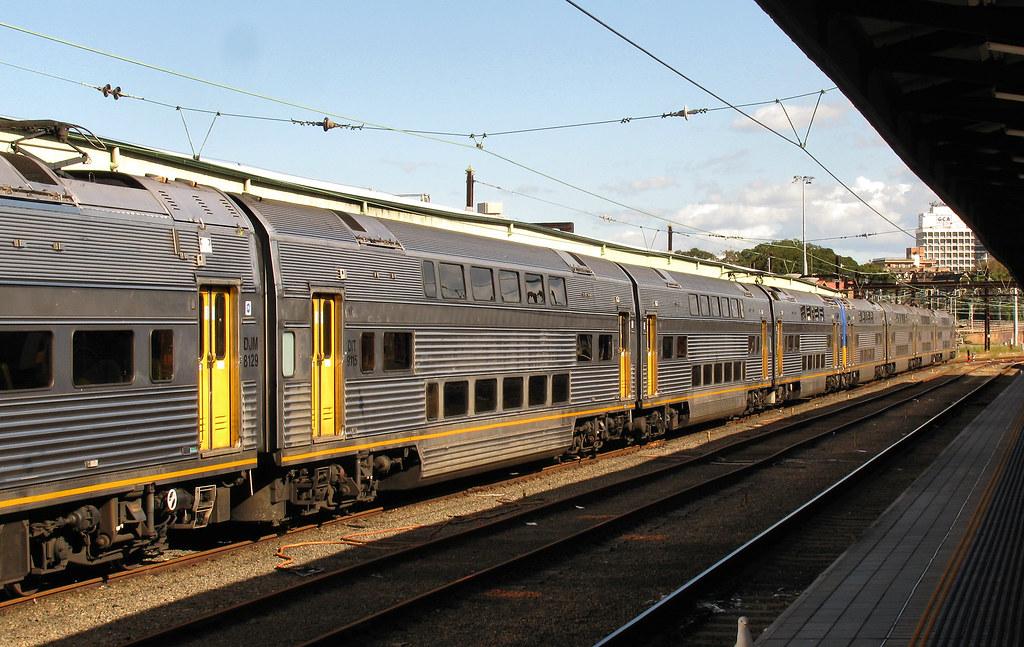 V Set, Sydney Station, Sydney, NSW by dunedoo
