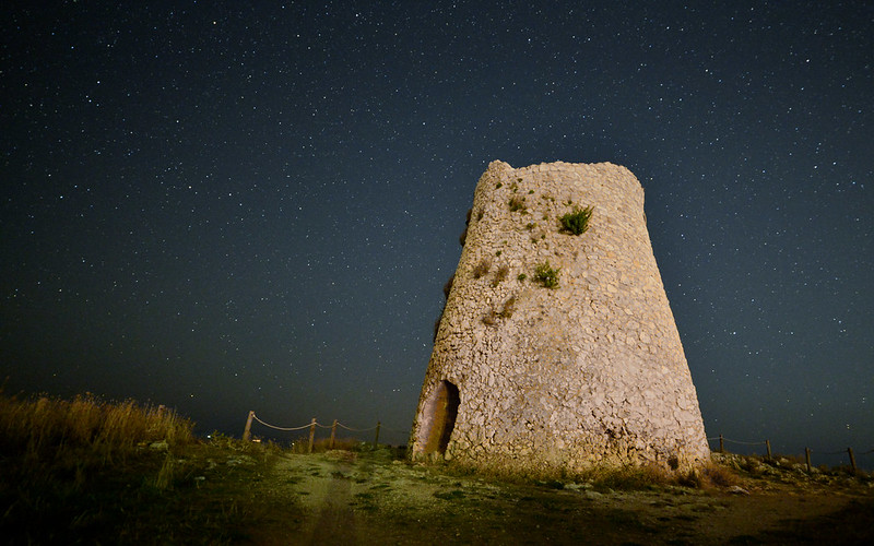 Torre Minervino at night