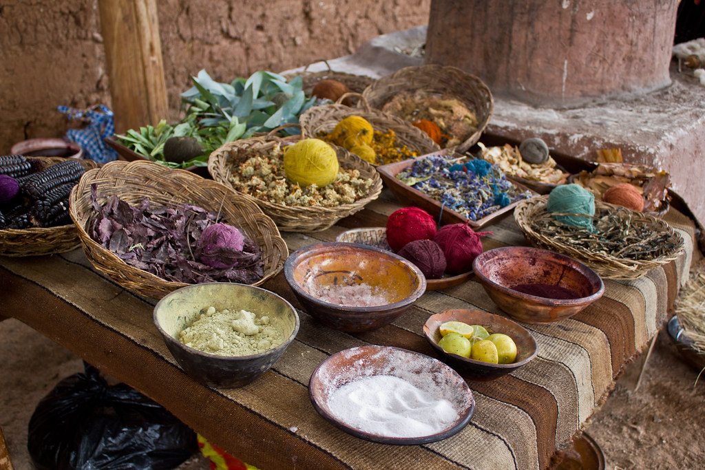 祕魯羊駝製品以天然染料染色。圖片來源:Ana Paula B. Freitas(cc by 2.0)