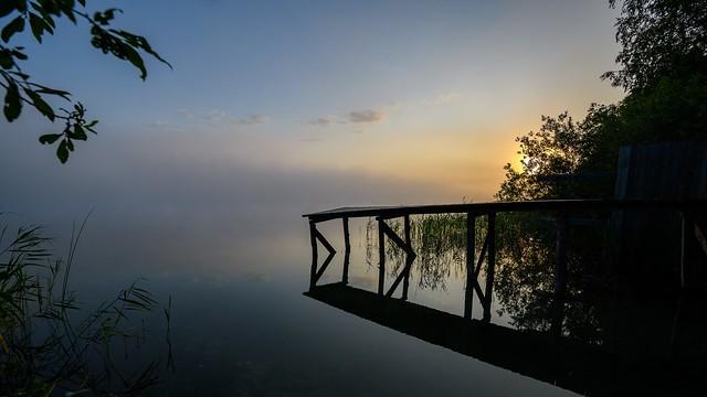 Misty daybreak over the lake. \ Туманный рассвет над озером.
