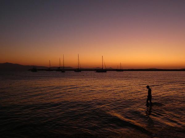 soleil sur le port de Naxos