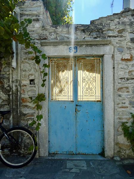 porte bleue Halki