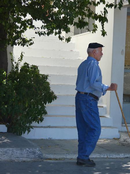 vieux Grec à la canne