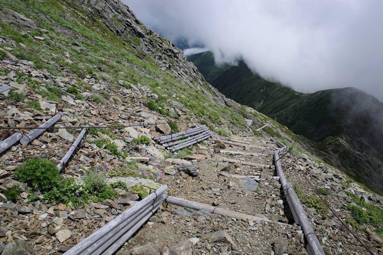 北岳 山頂直下の急斜面