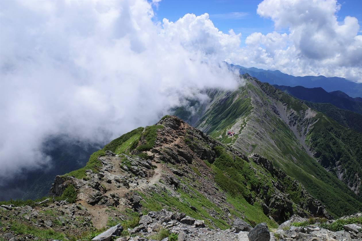南アルプス 北岳から間ノ岳の稜線
