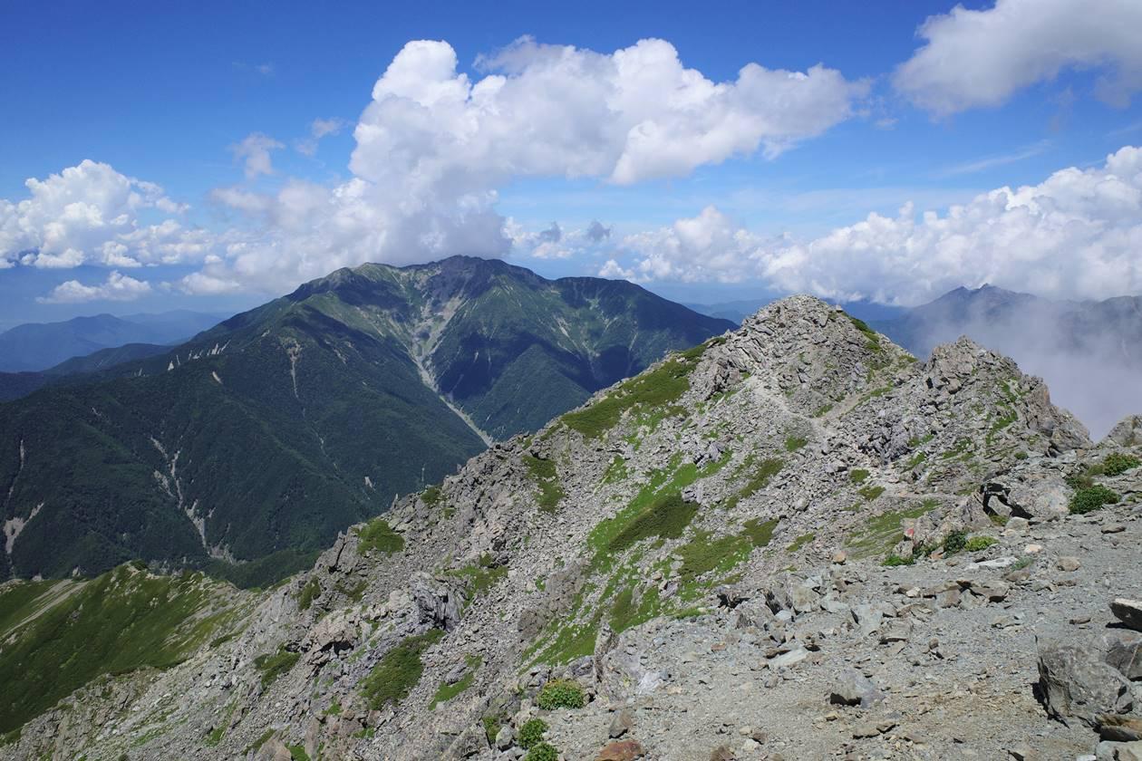 北岳から眺める仙丈ヶ岳