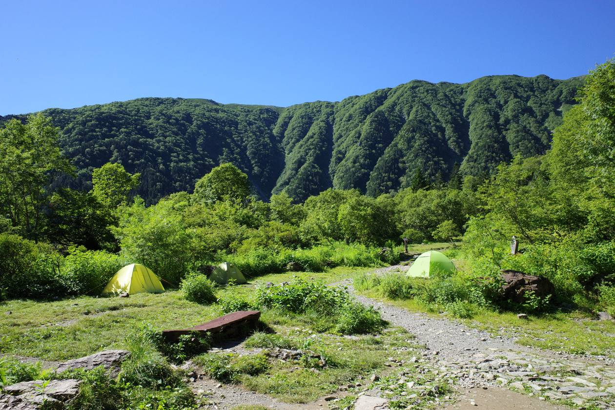 南アルプス白根御池小屋のテント場