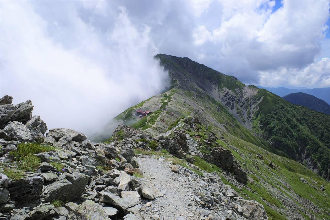 北岳山荘へ