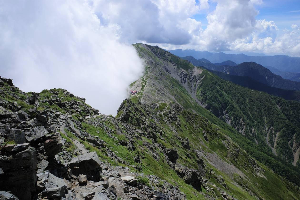 北岳から間ノ岳の稜線