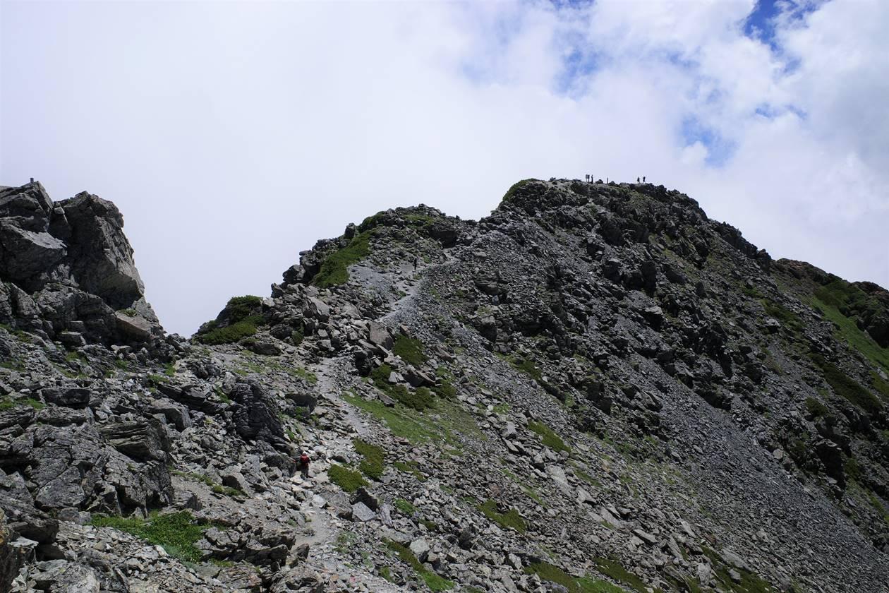 南アルプス北岳山頂の岩場