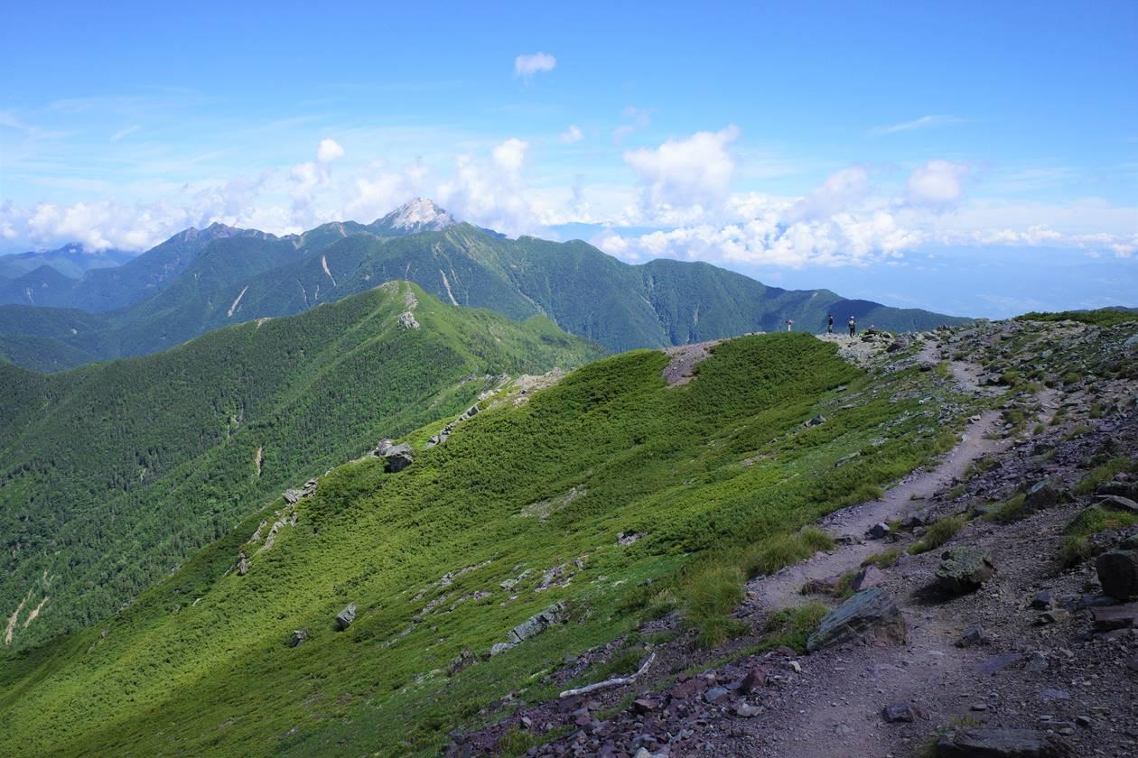 北岳の稜線と甲斐駒ヶ岳