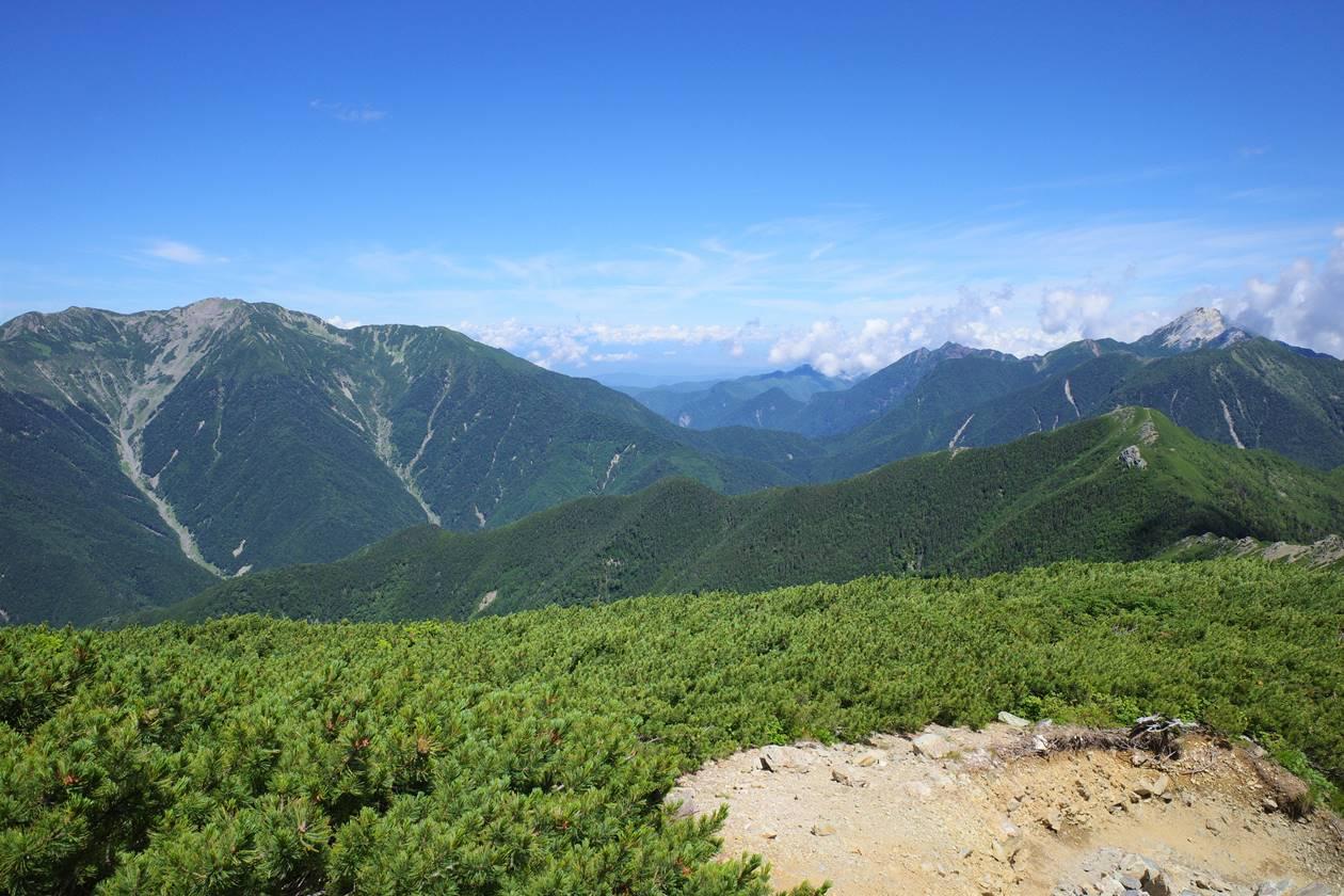 北岳から眺める仙丈ヶ岳と甲斐駒ヶ岳