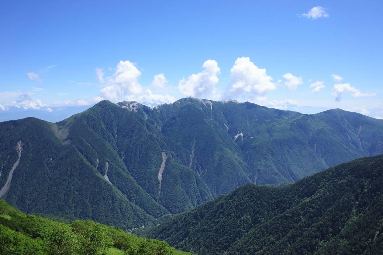北岳登山道から眺める鳳凰三山