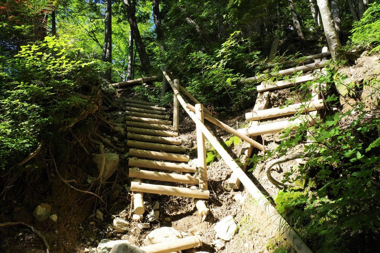 北岳 登山道の階段