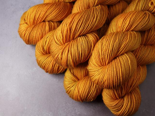 Dynamite DK – Pure British Wool superwash hand dyed yarn 100g – 'La Belle Epoque' (golden brown)