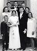 Hochzeitsfoto von Hermann und Anna Schütz (geb. Fost) mit den Familien Bakes und Fost im Sommer 1969