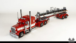 The Ingmar Tribute: Peterbilt 389 with TR11 Chemical Tanker (1:17 in Lego) | by bricksonwheels