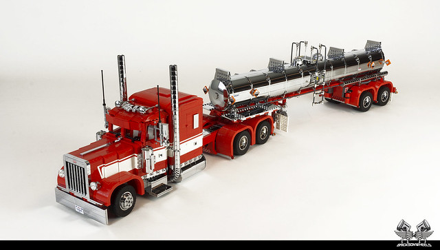 The Ingmar Tribute: Peterbilt 389 with TR11 Chemical Tanker (1:17 in Lego)