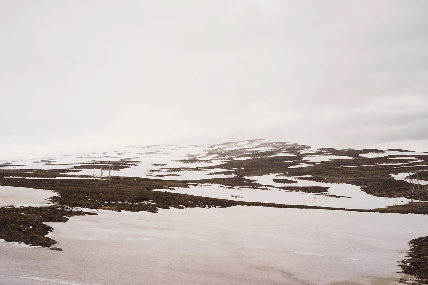 11iceland-eglisstadir-travel-roadtrip-snow-mountains