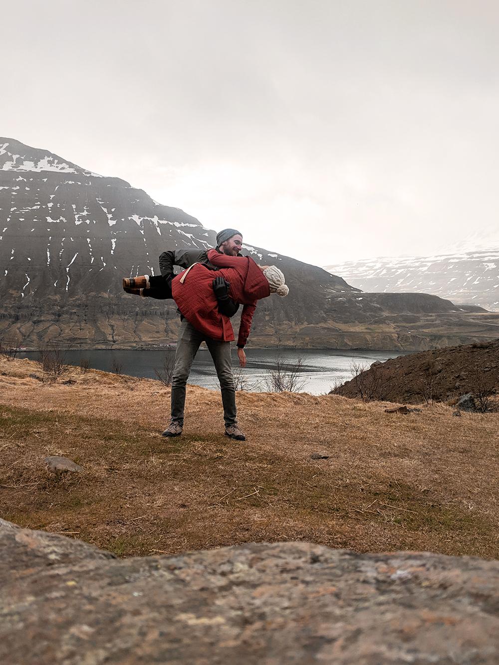 32iceland-seydisfjordur-travel-landscape-couples-love