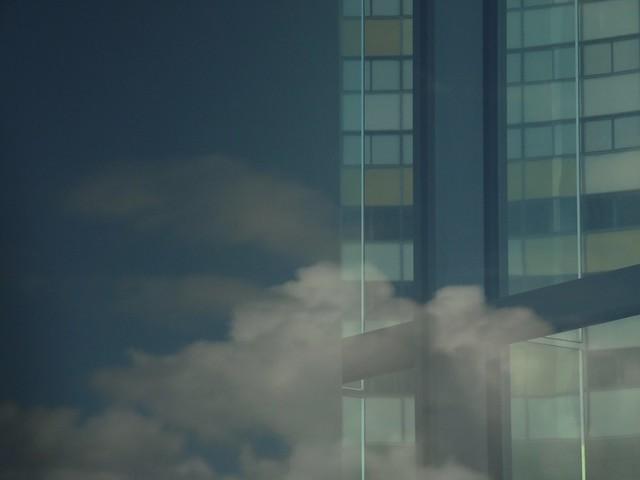 Un aimable nuage traverse mes rêves...A nice cloud passes through my dreams...