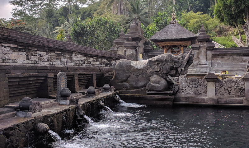 Fuente en Tampak Siring : The holy Spring Temple