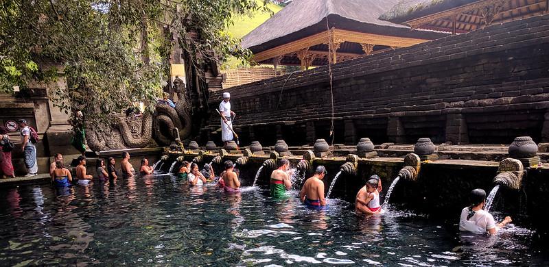 Ritual de purificación en Tampak Siring : The holy Spring Temple