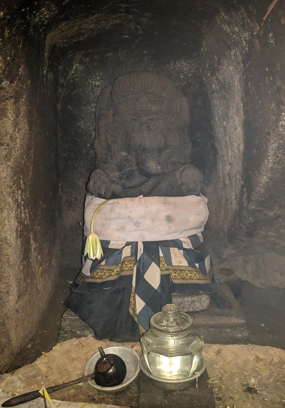 Templo Pura Goa Gajah : Elephant Cave Temple. Figura de Ganesh