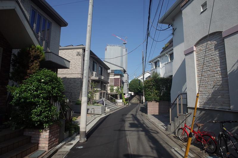 RICOH GRⅡ+ワイドコンバージョンレンズ21mm偽 東京いい道 志茂銀座 小山酒造に向かう路地