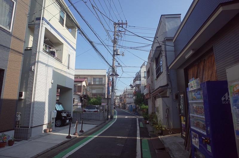 RICOH GRⅡ+ワイドコンバージョンレンズ21mm偽 東京いい道 志茂銀座 住宅街