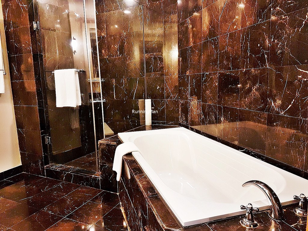 Grand Copthorne Waterfront 03 - Bathroom