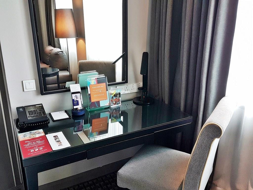 Grand Copthorne Waterfront 05 - Working Desk