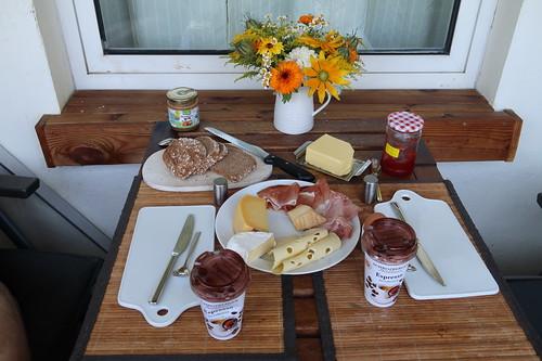 Frühstück vor Aufbruch in den Urlaub