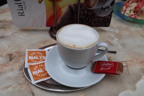 Cappuccino im Eiscafé Rialto in Herborn