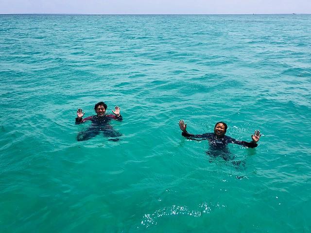 ダイブマスターコース 立ち泳ぎ。 最後の2分は手を挙げて!
