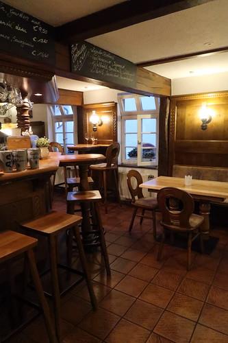 """Gasthaus """"Zum Schwanen"""" in Idstein (Innenraum, Blick zu unserem Tisch)"""