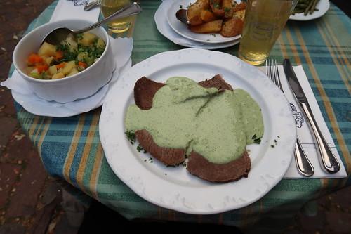 Tafelspitz mit grüner Soße und Bouillonkartoffeln